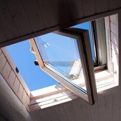 Strešné okná z tmavého skla